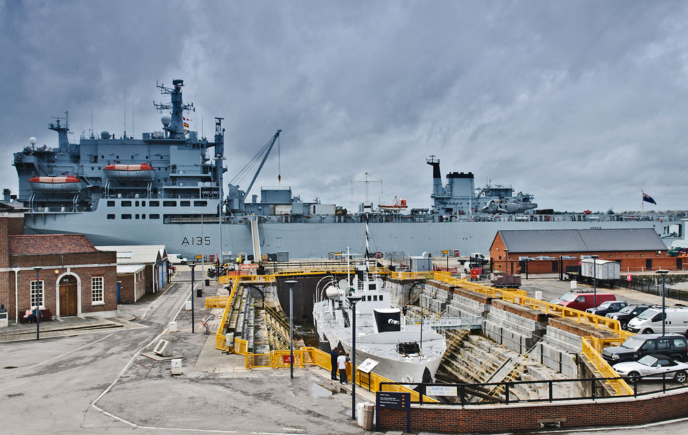 RFA Argus and HMS M33